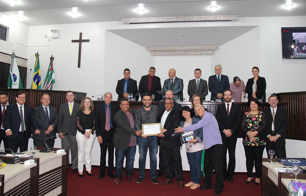 AME usa tribuna e recebe moção por Campanha de Oração