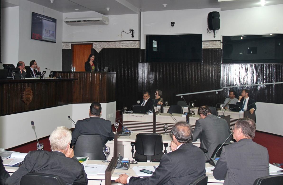 Câmara aprecia proposta de incentivo a escola adventista