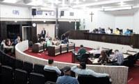 Câmara aprova 3 projetos em turno final e debate ajustes de recursos