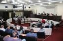 Câmara empossa suplentes e vota projetos