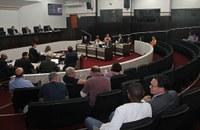 Presidente cascavelense acompanha sessão do Legislativo toledano