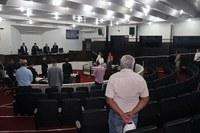 Sessão homenageia ex-diretor, mãe de vereador e outros falecidos