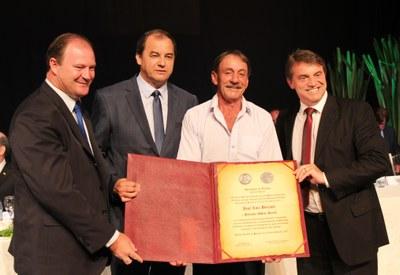 José Luiz Brixner recebe honraria do presidente Ademar, vice Adelar ´Pelanka´ e prefeito Beto