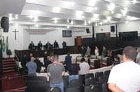 Sessão silencia por falecidos de covid e outros males em Toledo
